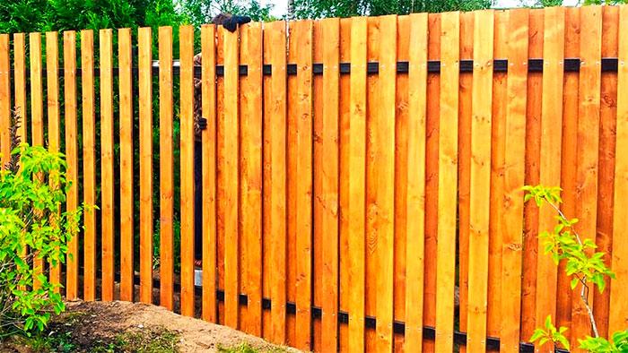 Забор из строганной доски