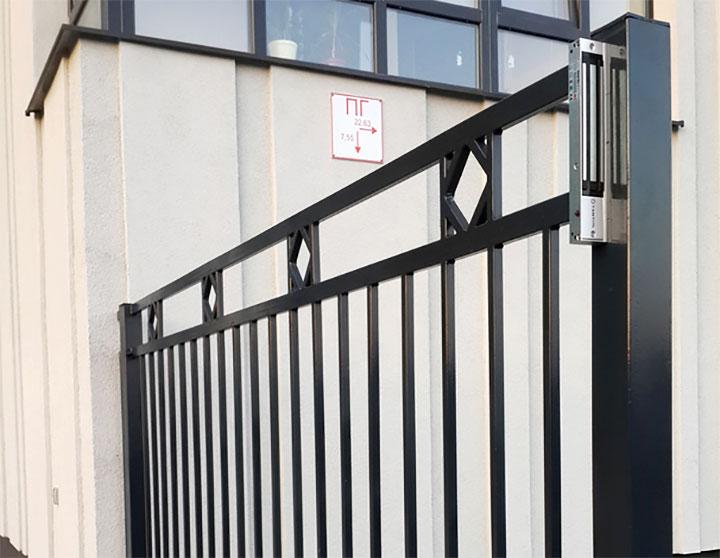Ворота с запорным электромагнитом