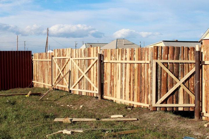Временная ограда из горбыля