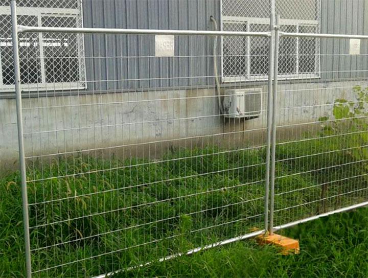 Временный забор из сетки
