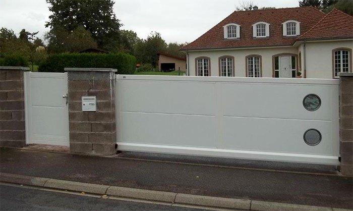 Ворота белого цвета