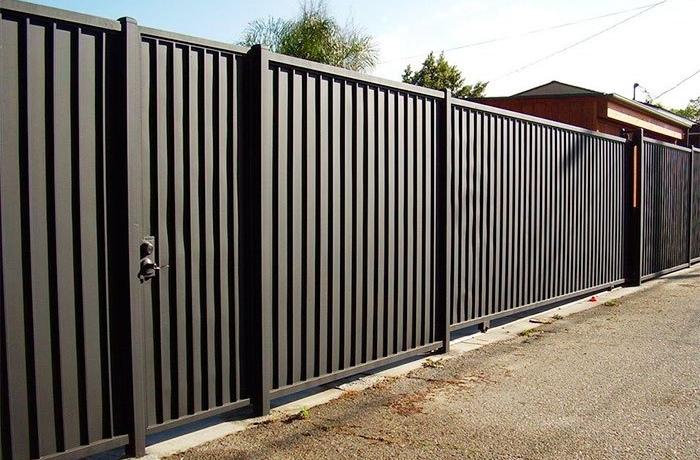 Ограждение с калиткой и откатными воротами