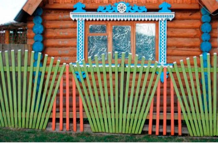 Декоративный заборчик перед домом