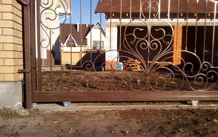 Кованые сдвижные ворота