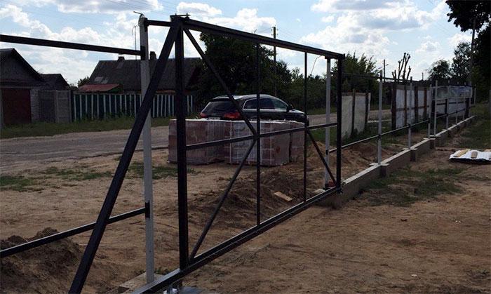 Каркас из металлического профиля для откатных ворот