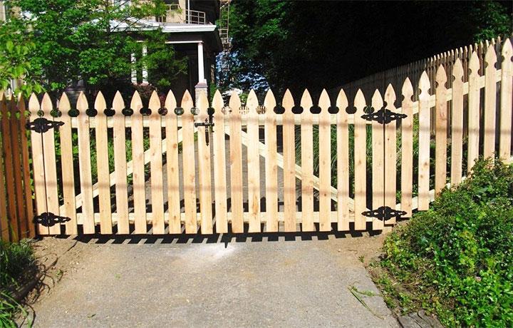 Дешевые ворота из штакетника