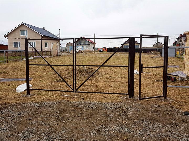 Каркас распашных ворот с калиткой