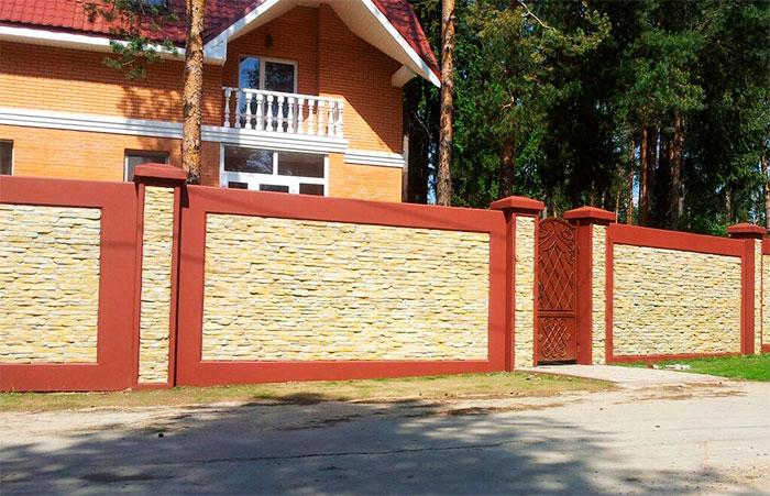 Современный забор из бетонных плит