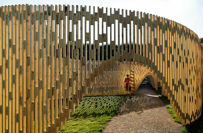 Стильные заборы из дерева