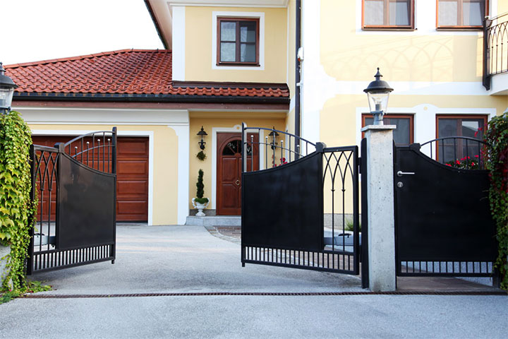 Распашные ворота из металла