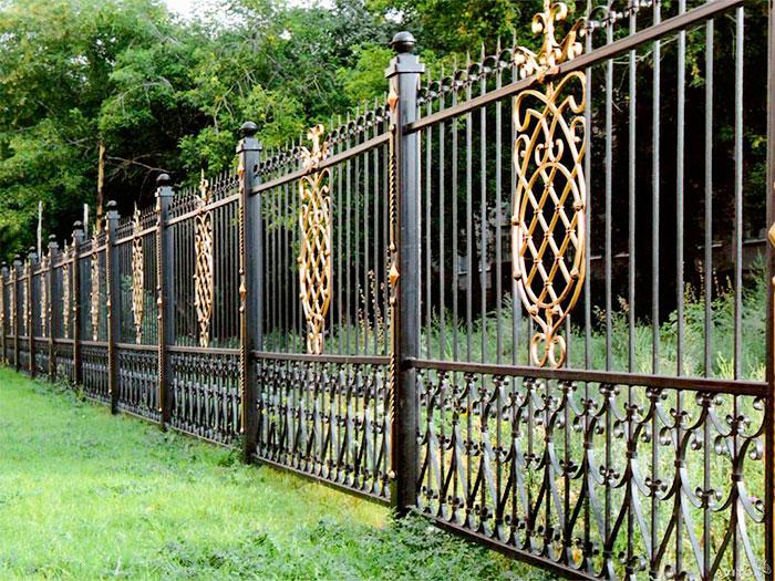 Стильный кованый забор