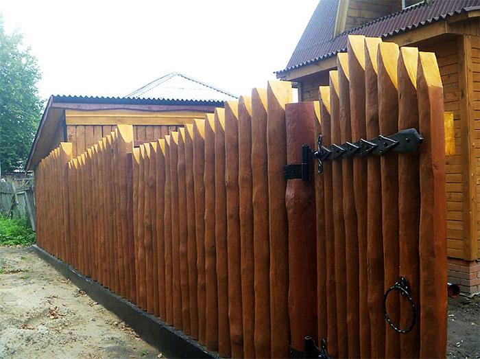 Бревенчатый забор
