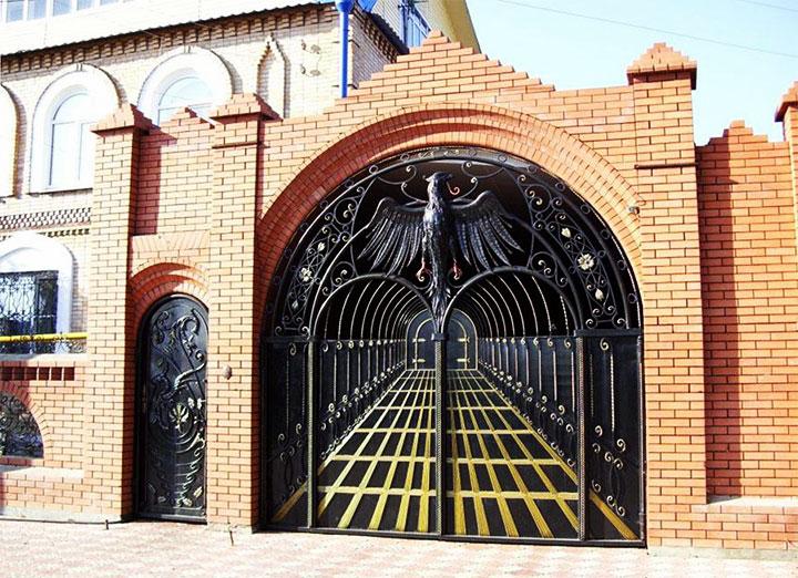 Арочные ворота из металла