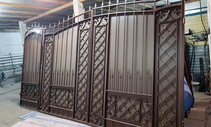Готовые к установке ворота из металла