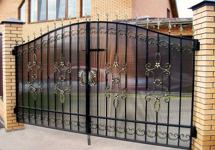 Комбинированные ворота из поликарбоната и металла