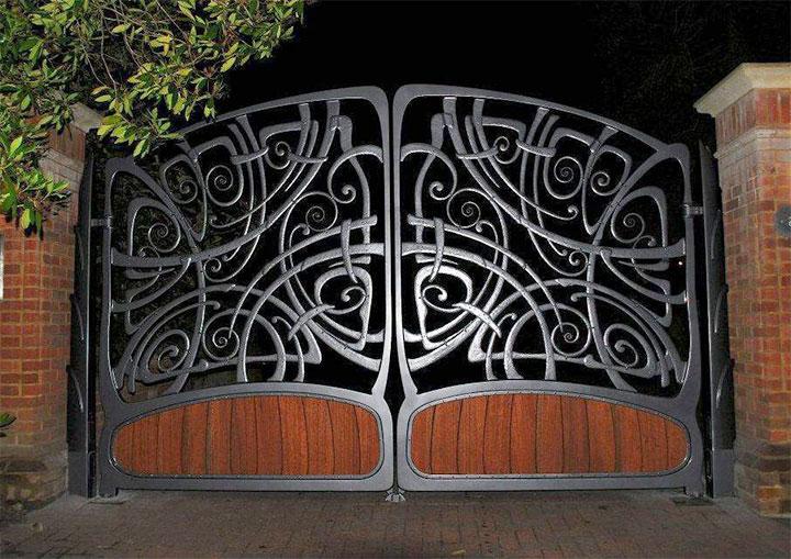 Стильные кованые ворота