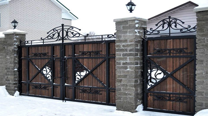 Ворота из дерева и металла