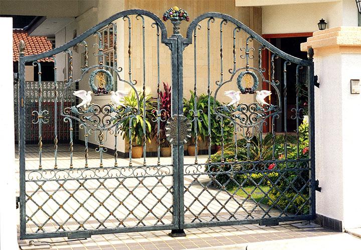 Ворота из металла в стиле прованс