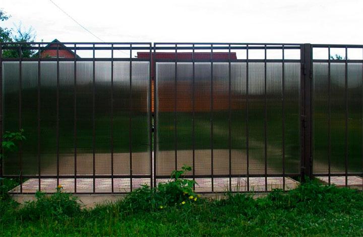 Ворота из профтрубы и поликарбоната