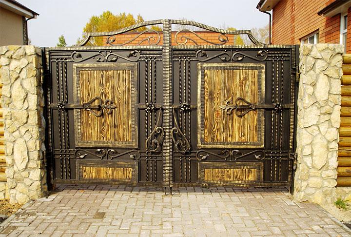 Ворота с ковкой для частного дома