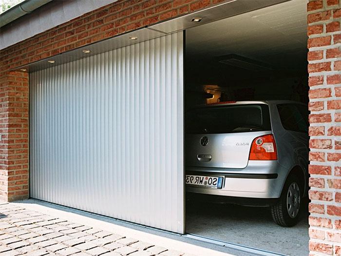 Сдвижные ворота в гараже