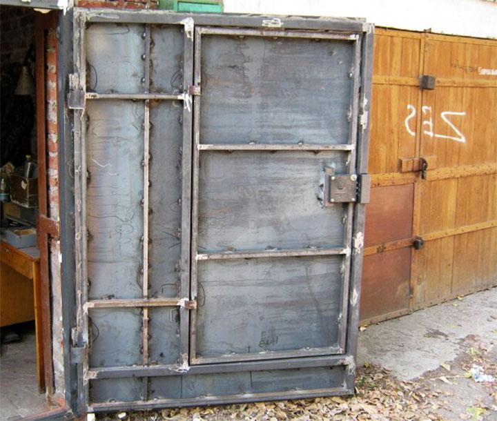 Створка гаражных ворот с дверью
