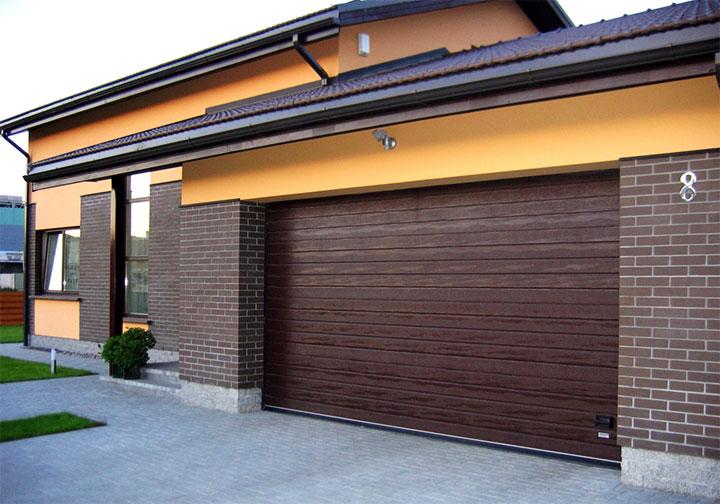 Загородный дом с пристроенным гаражом