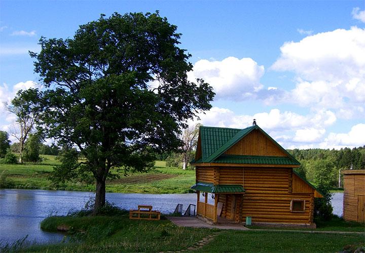 Баня на берегу реки