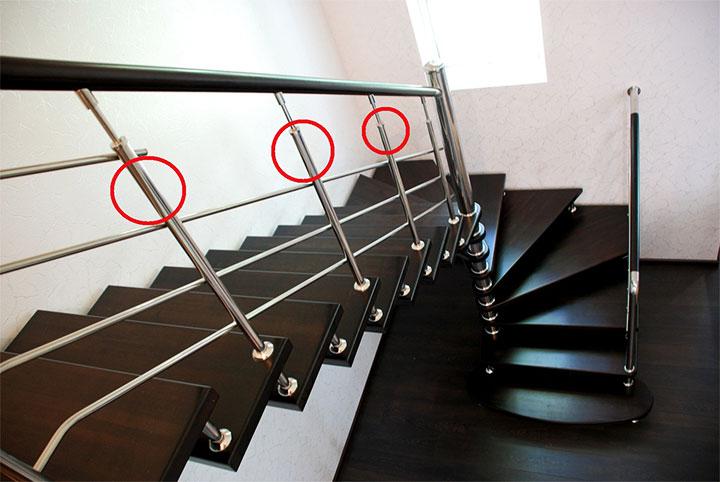 Лестница с металлическими балясинами