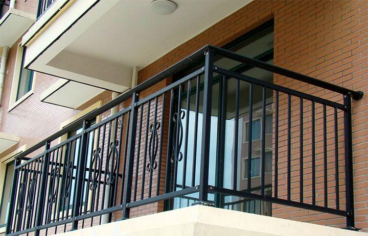 Ограждение для открытого балкона