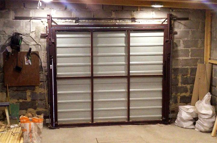 Самодельные подъемные ворота в гараже