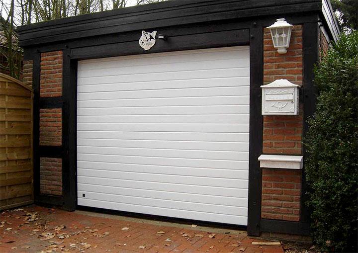 Ворота подъемного типа для гаража