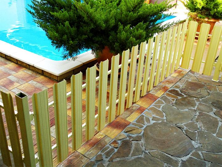 Декоративная ограда для домашнего бассейна