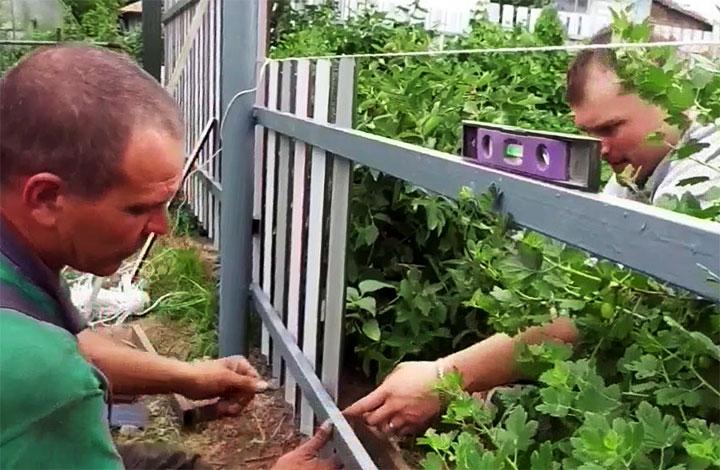 Монтаж ограды из металлоштакетника