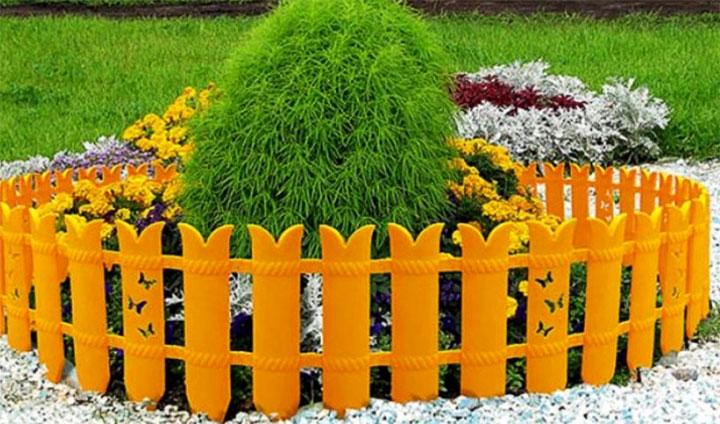 Оригинальная ограда для клумбы
