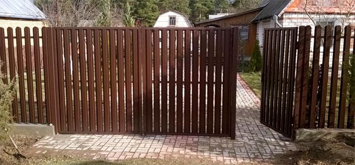 Ворота и калитка из металлического штакетника