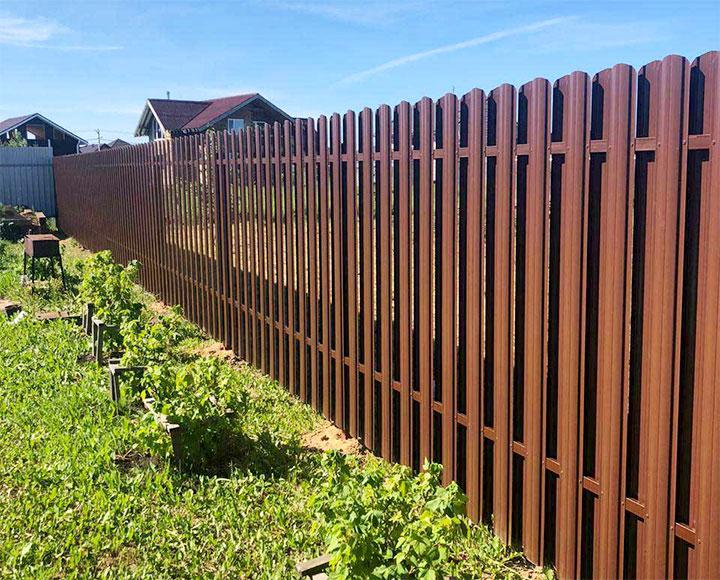 Забор на границе двух участков