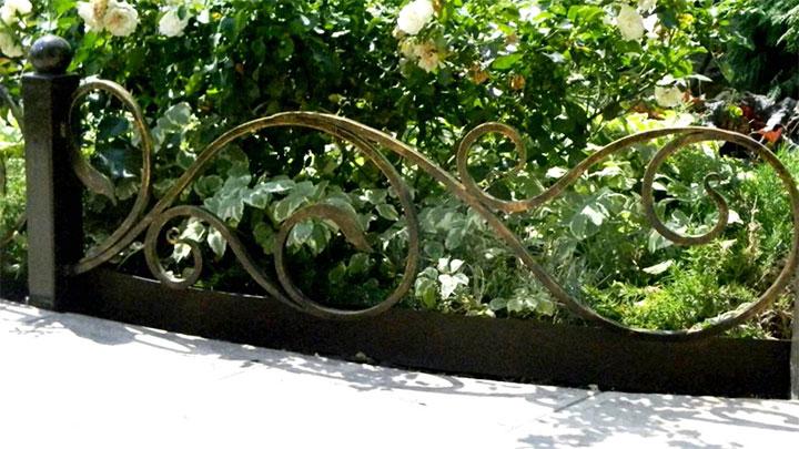 Декоративная кованая ограда