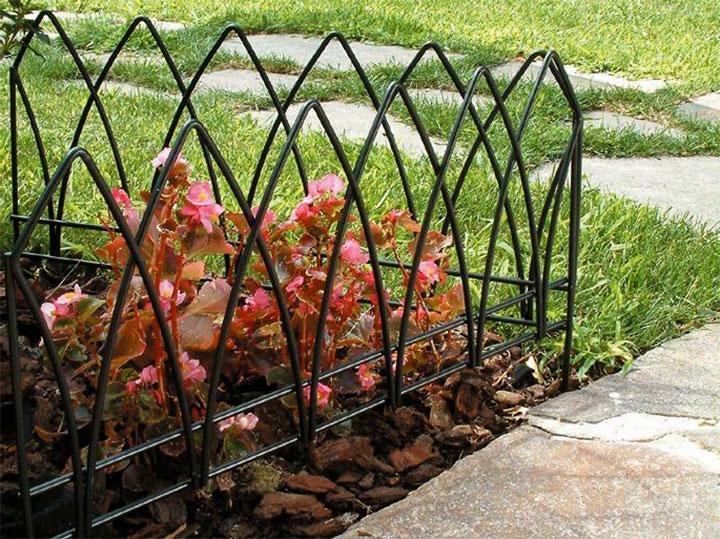 Ограда для клумбы из прутка