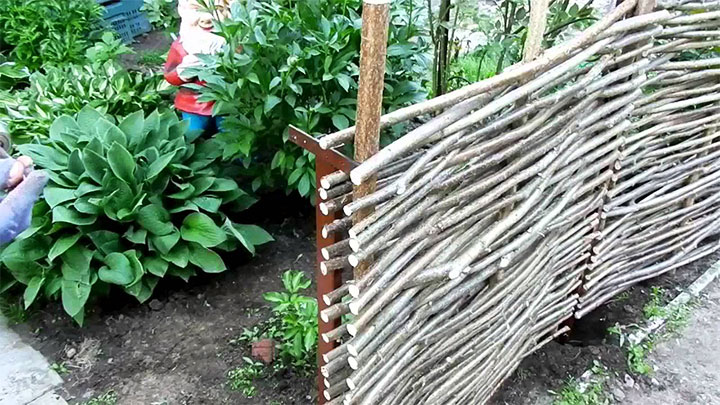 Плетенный забор для палисадника