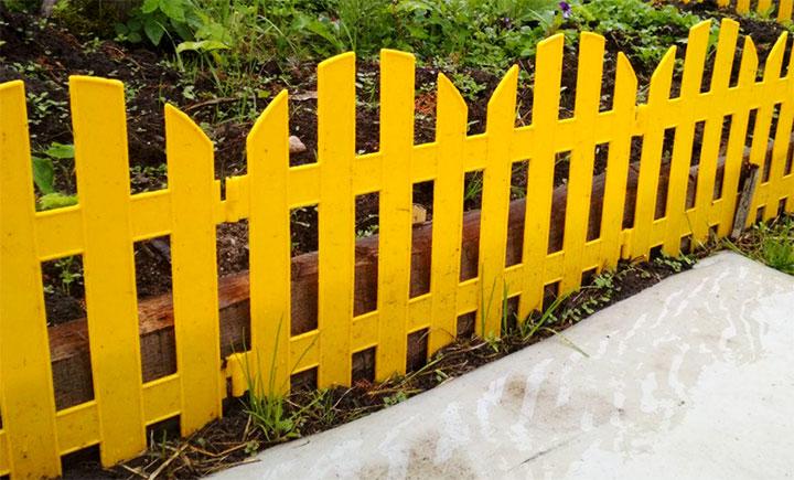 Секционный забор из штакетника